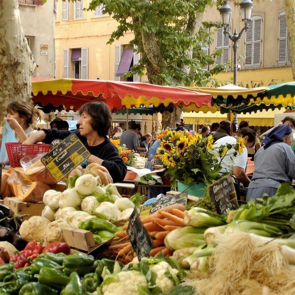 Marchés provençaux et vins